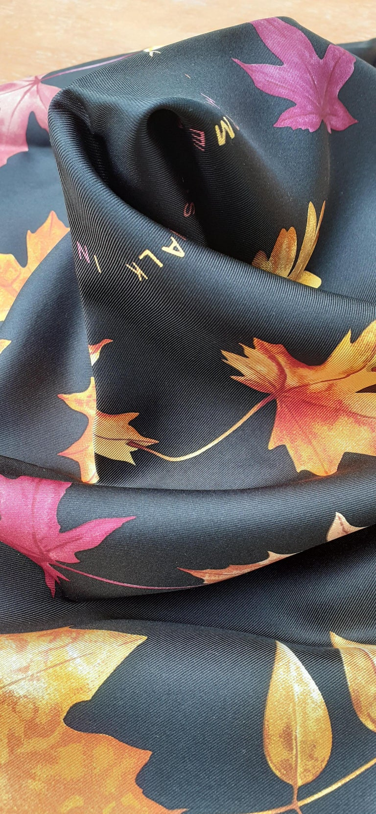 Hermès Silk Scarf A Walk In the Park Leigh P Cooke Leaves Black 90 cm  For Sale 12