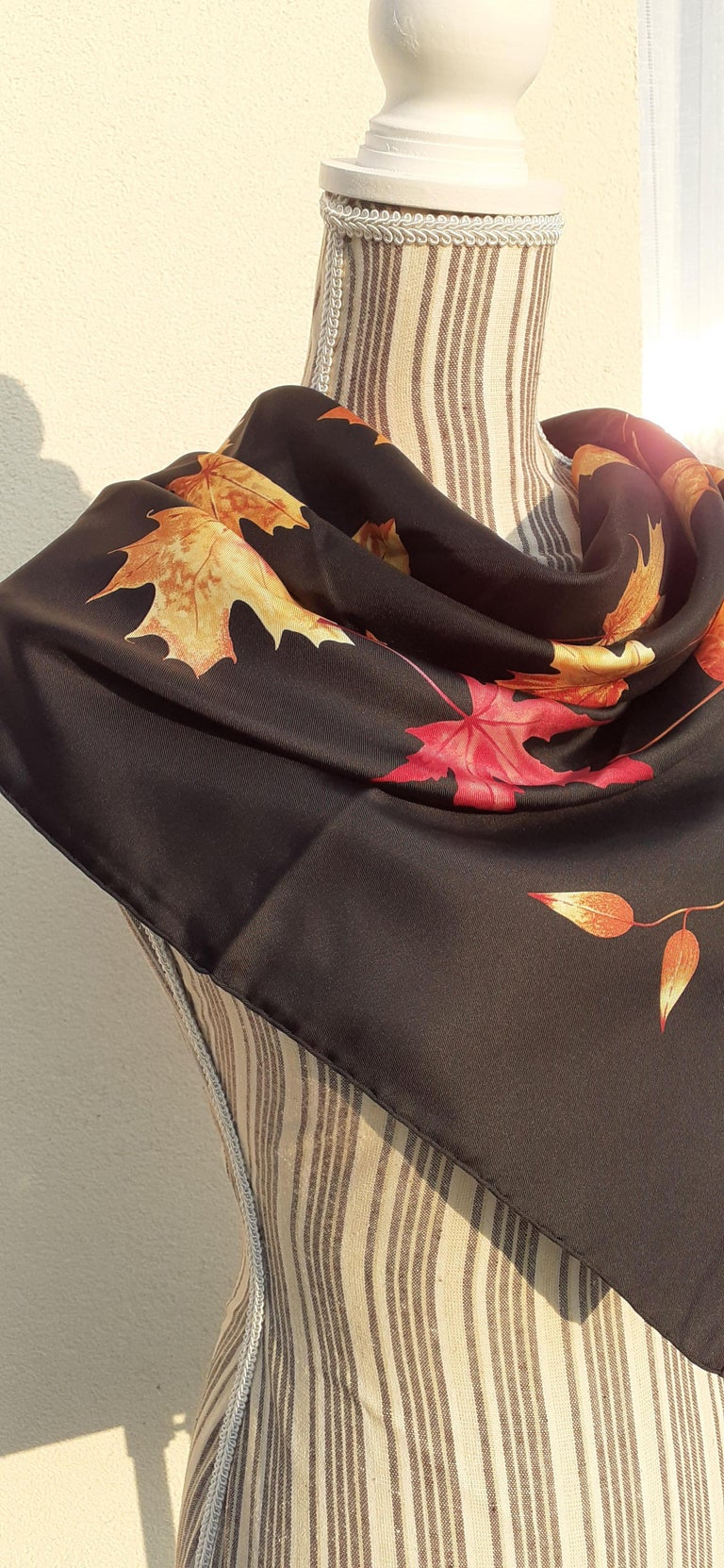 Hermès Silk Scarf A Walk In the Park Leigh P Cooke Leaves Black 90 cm  For Sale 15