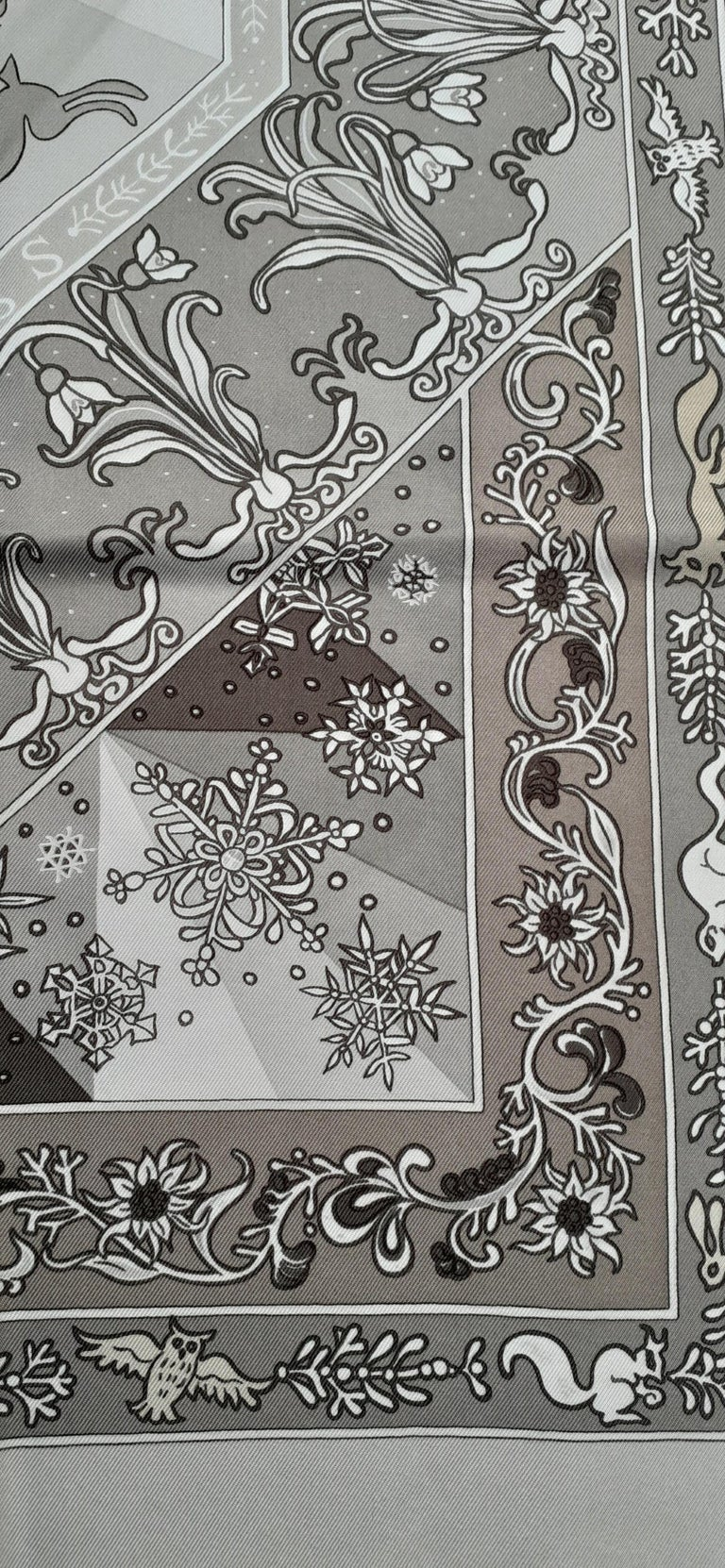 Hermès Silk Scarf Fleurs d'Hiver Laroche Grey F/W 90 cm In Excellent Condition For Sale In ., FR