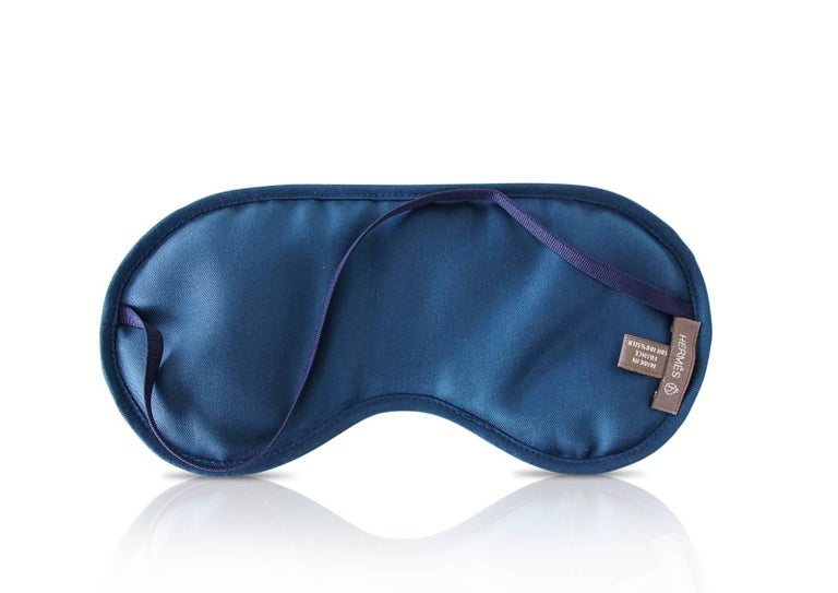 Hermes Sleep Eye Mask Multicolor Silk Petite h Gray Feather Motif In New Condition For Sale In Miami, FL