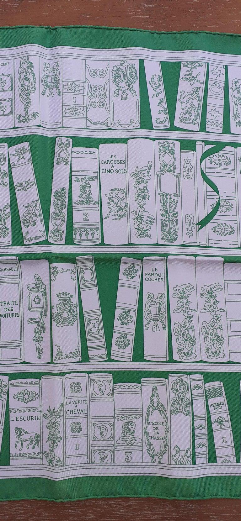 Hermès Small Silk Scarf Gavroche Bibliothèque Books White Green 42 cm In New Condition In ., FR