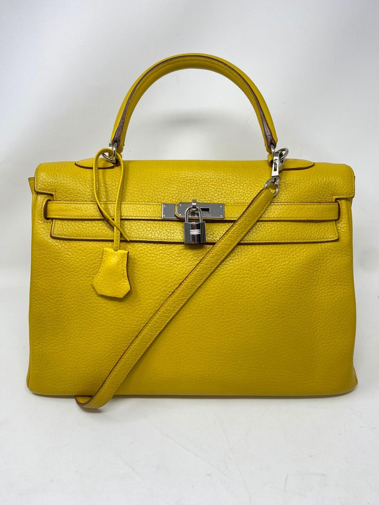 Hermes Soleil Yellow Kelly Bag  In Excellent Condition For Sale In Athens, GA
