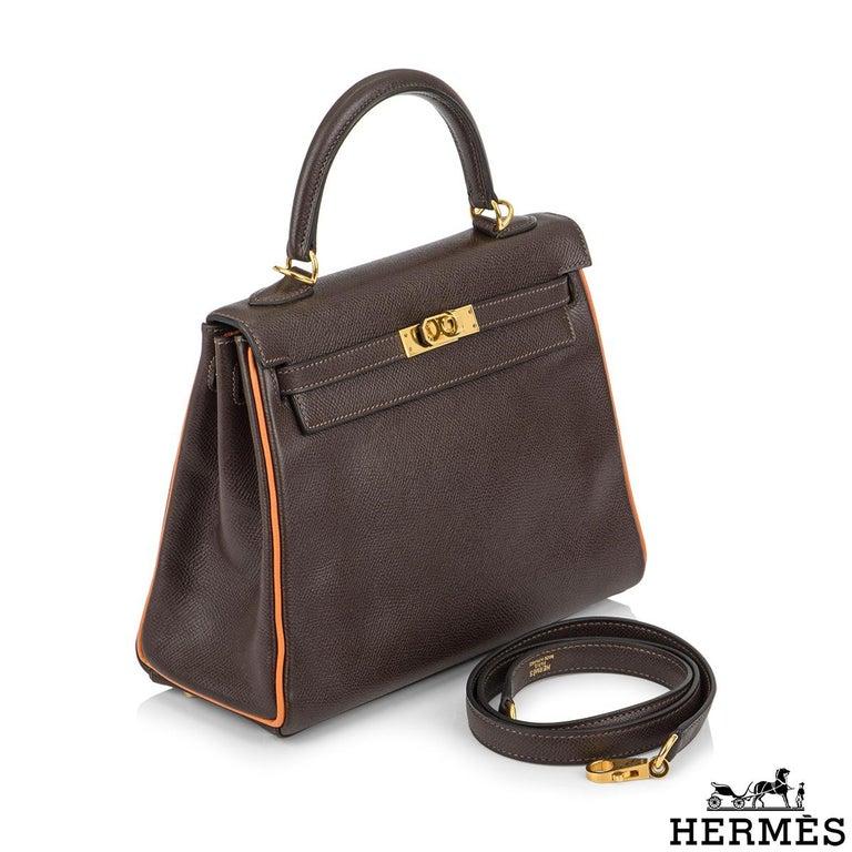 Black Hermès Special Order Kelly Bi Colour 25cm Chocolate / Orange H Epsom Handbag For Sale