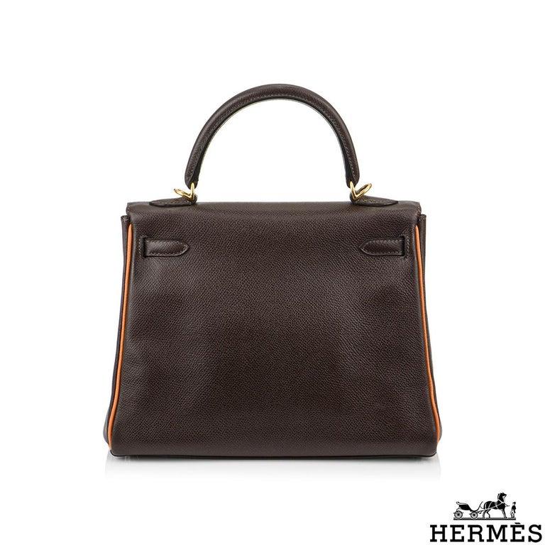 Hermès Special Order Kelly Bi Colour 25cm Chocolate / Orange H Epsom Handbag In Good Condition For Sale In London, GB