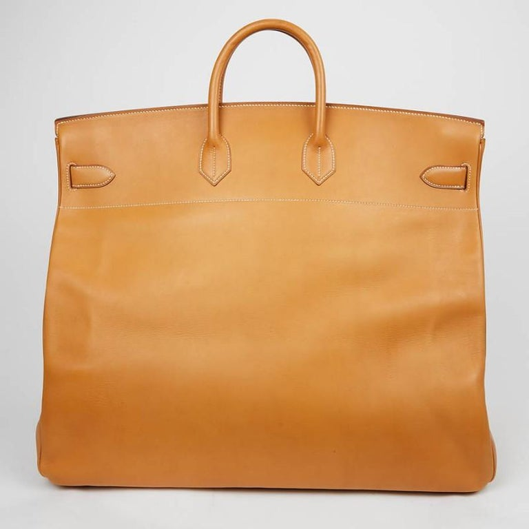 OMG ! What an amazing vintage bag Haut à Courroies 50 called HAC 50, from Hermes. This is a must to have to travel. Smooth Gold calfskin leather. Stamp S in a circle, year 1989. Got few marks due to the time. The corners are in very good condition,