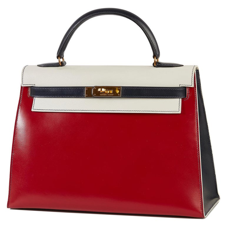 This Tri-Colour Sellier 32 cm Kelly bag from Hermès is a true testament to the quality of the house's craftsmanship, exuding timeless style and elegance, perfect for any occasion with Box Calf and Veau Graine leather and beautiful brushed palladium