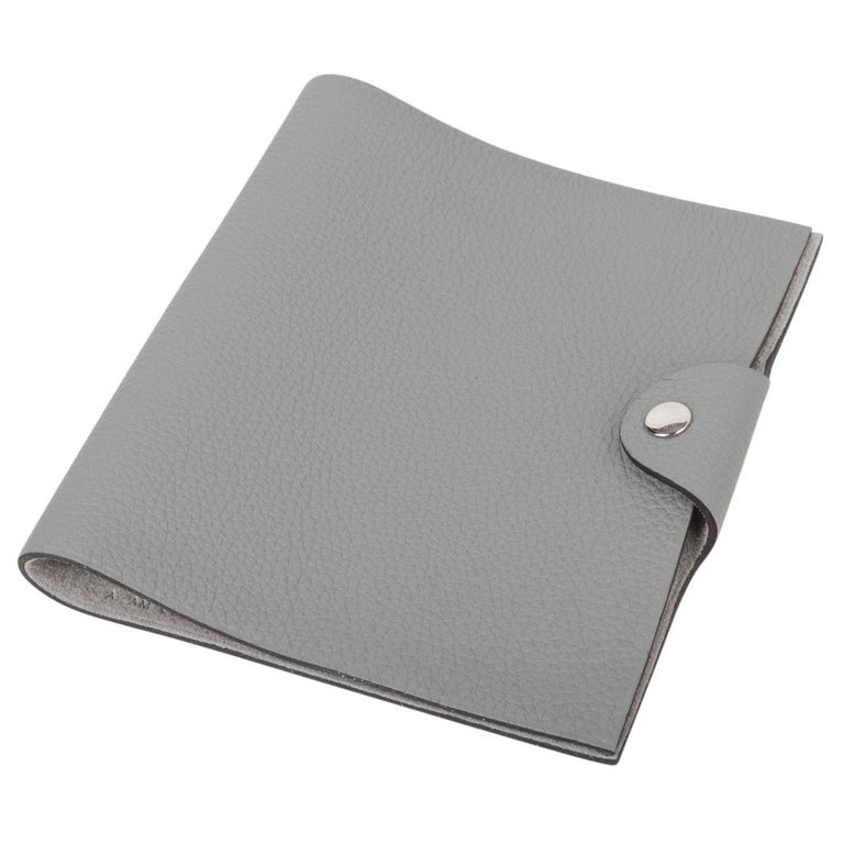 Hermes Ulysse Notebook Cover Gris Mouette PM Model with Lined Paper Refill In New Condition For Sale In Miami, FL