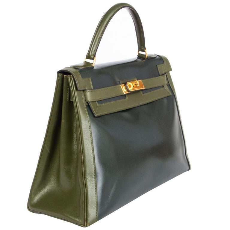 100% authentic Hermes Kelly I 32 Retourner Bi-Color bag in Vert Fonce (dark green) Veau Box leather with leaf green trimming and handle. Super rare color combination from 1981. Gold-plated hardware. Lined in Vert Fonce Chevre (goat skin) with two