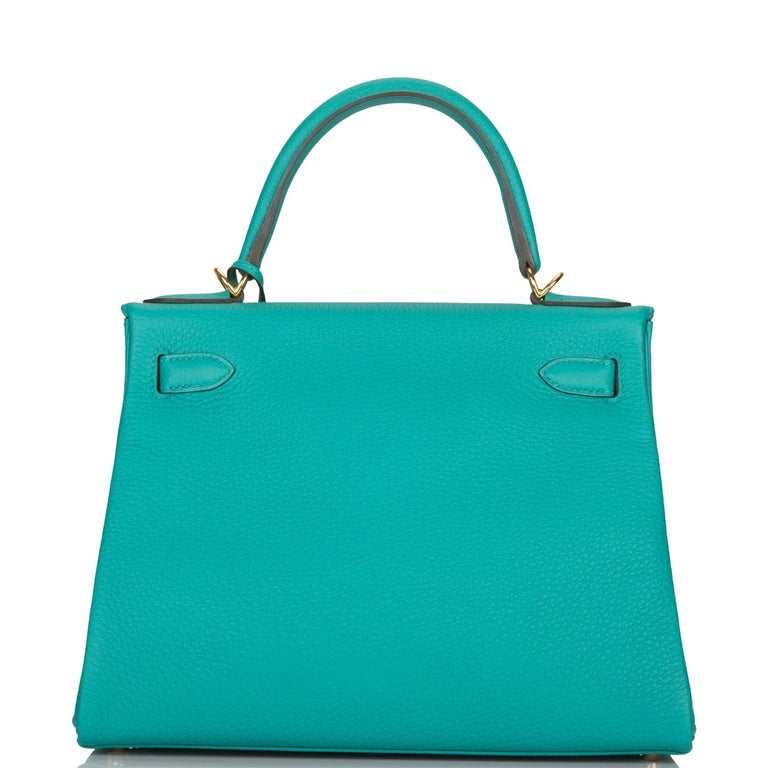Hermes 28cm Kelly Vert Verone Togo Leather Togo is great for everyday use, as it is one of the most durable leathers, scratch resistant Gold Hardware Retourne style A Kelly is a timeless bag, collected around the world Shoulder strap is great for