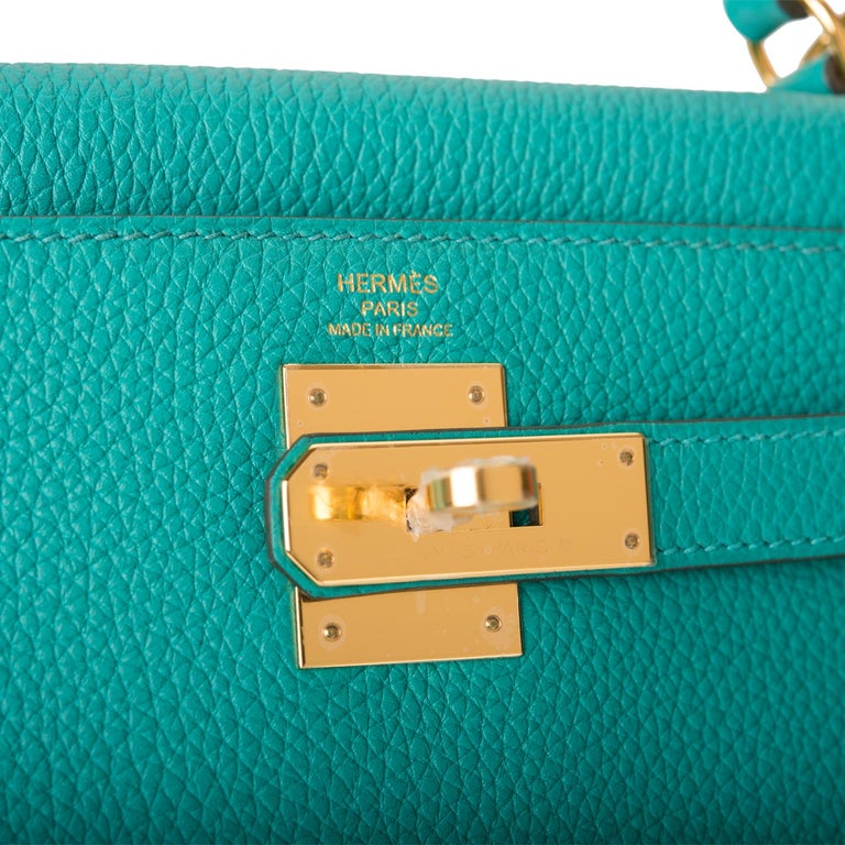 Hermes Kelly 28 Bag Vert Verone Togo  Gold Hardware  In New Condition For Sale In Delray Beach, FL