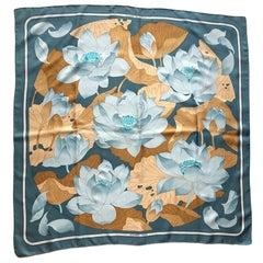 """Hermès Vintage Carré """"Fleurs de Lotus """""""