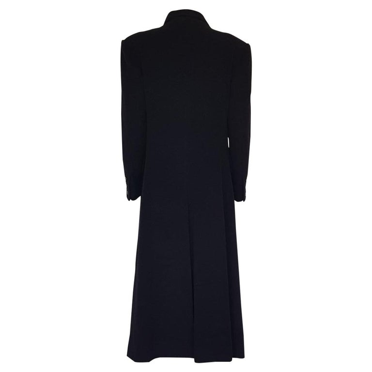 Beautiful and chic Hermès cashmere coat Fall/winter 1991 Bought in Montecarlo 100% Cashmere Black color Double breasted Three pockets Hermès signed buttons Shoulder / hem length cm 118 (46.4 inches) Shoulders cm 48 (18.8 inches) French size 42,