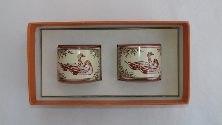 Brown Hermès Vintage Duck Pattern Enamel Printed Napkin Rings Holders SUPER RARE For Sale