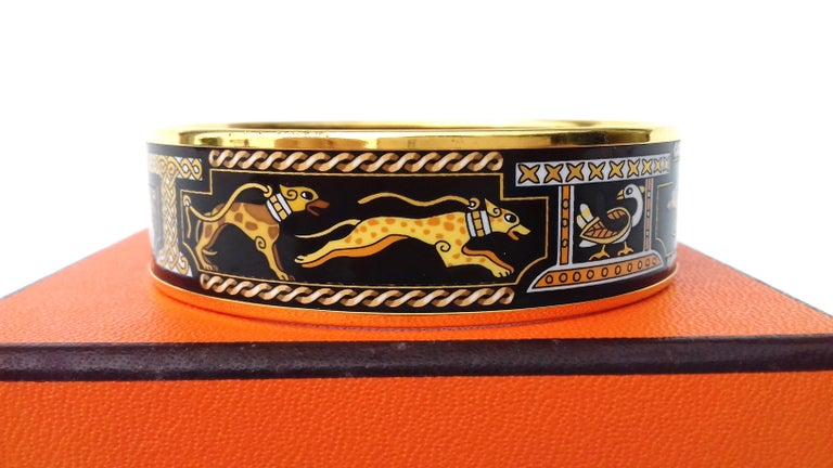 Hermès Vintage Enamel Printed Bracelet Greyhound Dogs Levriers Ghw Size 65 For Sale 6