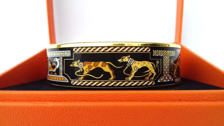 Hermès Vintage Enamel Printed Bracelet Greyhound Dogs Levriers Ghw Size 65 In Good Condition For Sale In ., FR