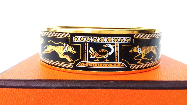 Women's Hermès Vintage Enamel Printed Bracelet Greyhound Dogs Levriers Ghw Size 65 For Sale
