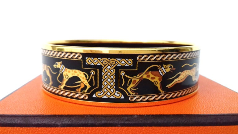 Hermès Vintage Enamel Printed Bracelet Greyhound Dogs Levriers Ghw Size 65 For Sale 2