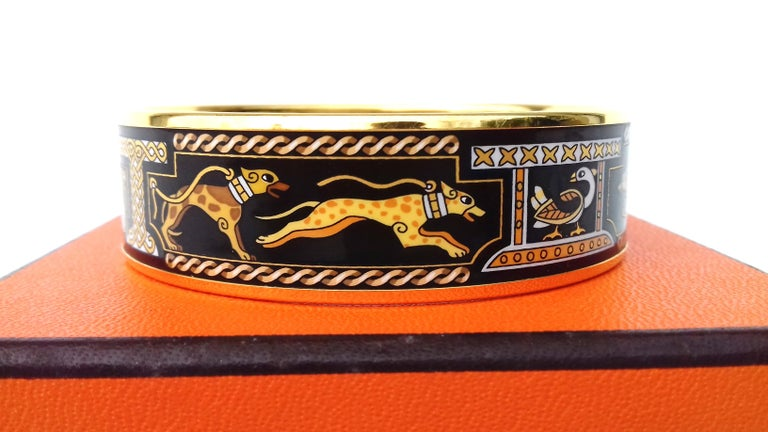 Hermès Vintage Enamel Printed Bracelet Greyhound Dogs Levriers Ghw Size 65 For Sale 3