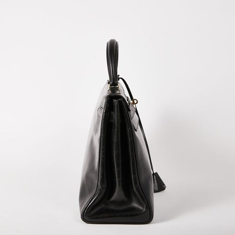HERMES Vintage Kelly 32 Bag in Black Box Leather In Good Condition In Paris, FR