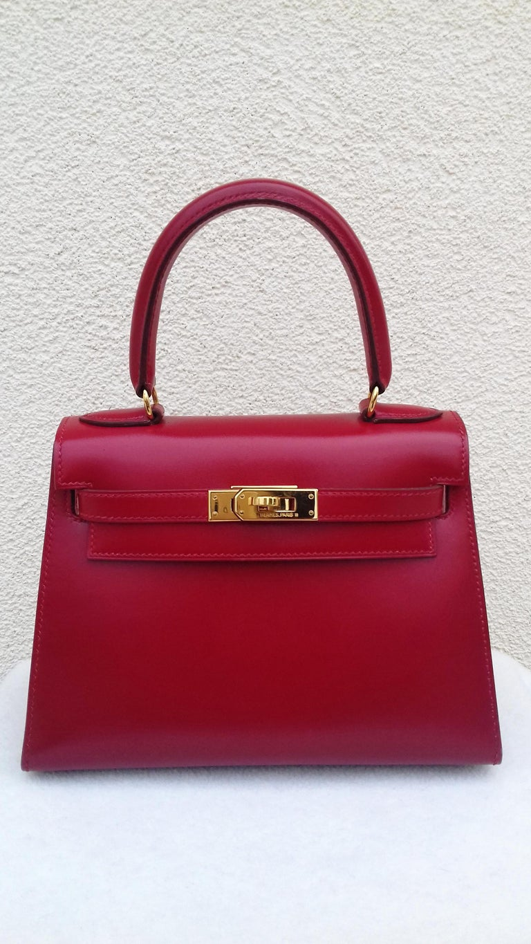 Super Cute Authentic Hermès Mini Kelly Bag  In sellier Version, more chic !  Made in France  Stamp U in a circle (1991)  Made of Box Leather and Golden Hardware  Inside is lined with grained red leather  Colorway: Rouge vif (Red)  1 main