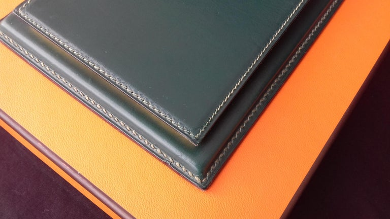 Hermès Vintage Notepad Cover / Holder in Green Box Leather In Good Condition For Sale In ., FR