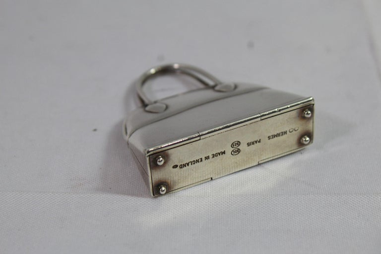 Hermes Bolid pill box in sterling silver. Size 4.5*4.7 cm Good viintage condition. Signes in the bottom