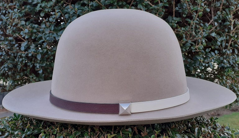 Gorgeous Authentic Hermès Hat  Made in France  Made of soft Felt  Adorned by a leather trim and a