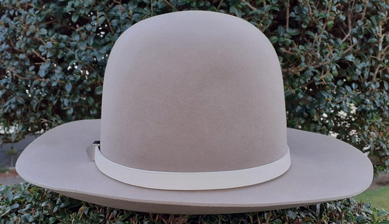 Hermès Woman Felt Hat Burundy and Craie Leather Trim Clou Medor Size 57  In New Condition For Sale In ., FR