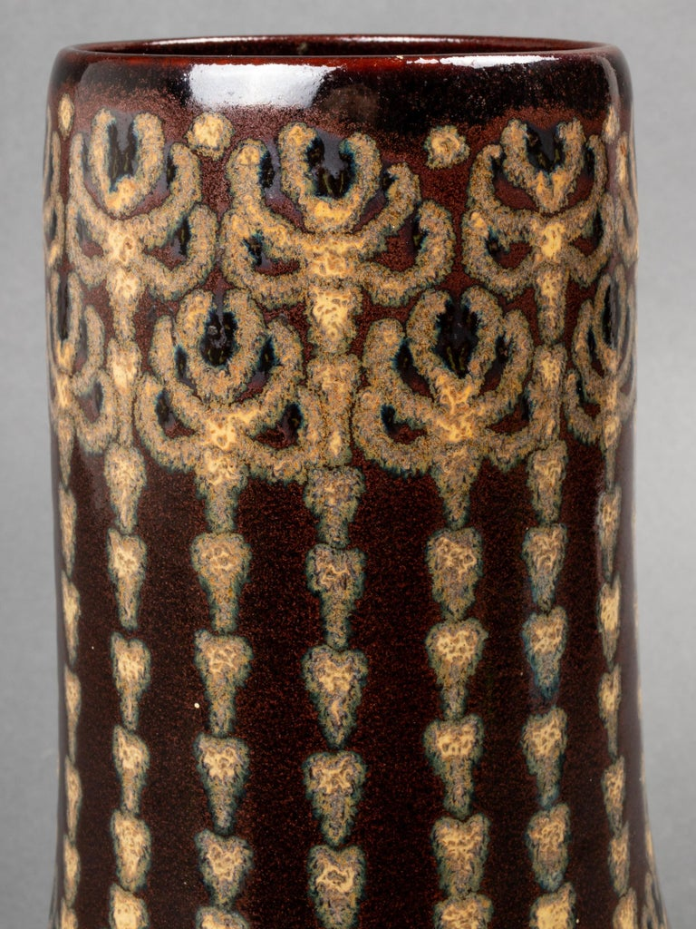 Munich-Herrsching pottery studio Jugenstil / Art Nouveau ceramic vase, likely designed by Emilie Butters, circa 1910, brown glaze ground with stylized floral decoration, marked to underside