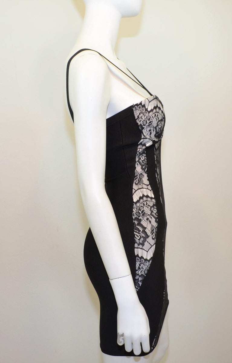 Herve Leger bodycon dress featured in black and white with a lace overlay and back zipper fastening. Dress has some padding to the bust and is labeled size XS.  Measurements: bust 27'' waist 23'' hips 28'' length 25''