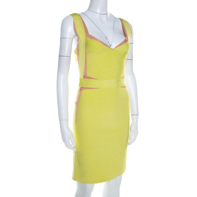 Look your fashionable best when you wear this trendy Herve Leger dress to a day out with friends. Make a worthy addition to your collection with this beautiful green number that is sure to become your instant favourite. Designed in blended fabric,