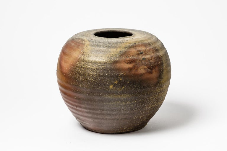Hervé Rousseau  Large stoneware ceramic vase by the French artiste in Boisbelle, near La Borne.  Original anagama woodfire kiln ceramic colors  Brown and grey ceramic colors  Signed under the base: BOISBELLE  Original perfect