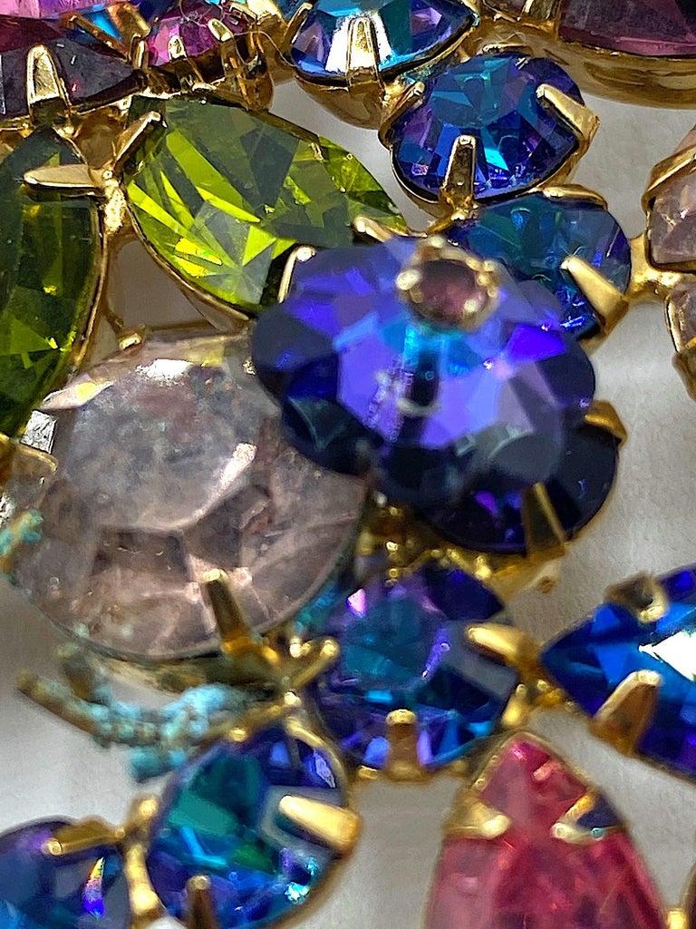 Hettie Carnegie 1950s Large Pink, Purple, Blue & Green Brooch & Earrings Set For Sale 11