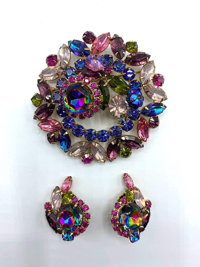 A stunning and impressive 1950s brooch and earring set by famous American designer of the early and mid 20th century Hattie Carnegie. The brooch is large 2.75 inches in diameter, lightly domed and .88 of an inch deep at the highest point. Each clip