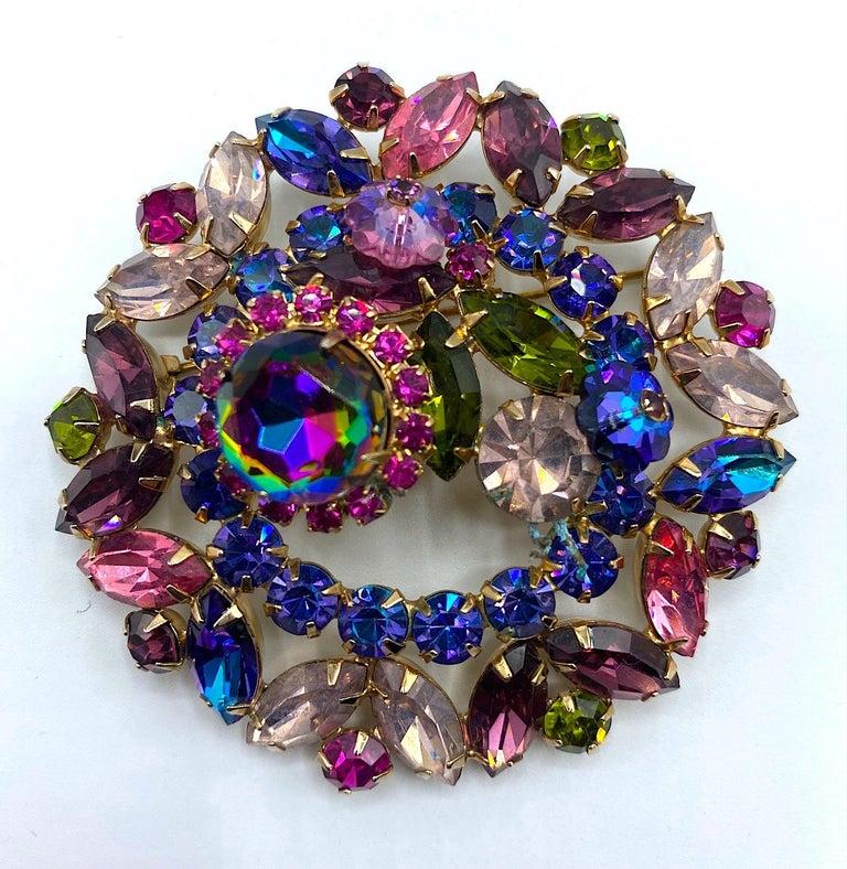 Women's Hettie Carnegie 1950s Large Pink, Purple, Blue & Green Brooch & Earrings Set For Sale