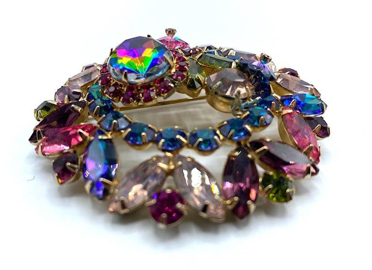 Hettie Carnegie 1950s Large Pink, Purple, Blue & Green Brooch & Earrings Set For Sale 1
