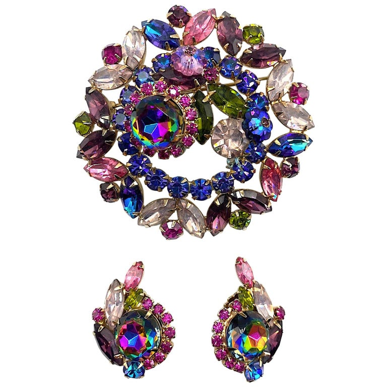 Hettie Carnegie 1950s Large Pink, Purple, Blue & Green Brooch & Earrings Set For Sale