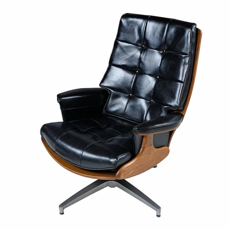 Mid-Century Modern Heywood Wakefield 710D Black Naugahyde Swivel Rocker Lounge Chair and Ottoman For Sale