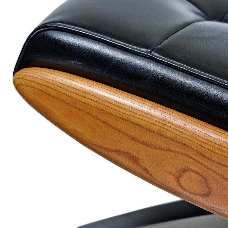 Heywood Wakefield 710D Black Naugahyde Swivel Rocker Lounge Chair and Ottoman For Sale 1