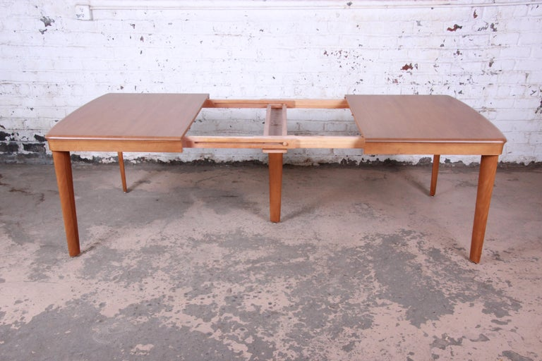 Mid-20th Century Heywood Wakefield Mid-Century Modern Extension Dining Table and Chairs