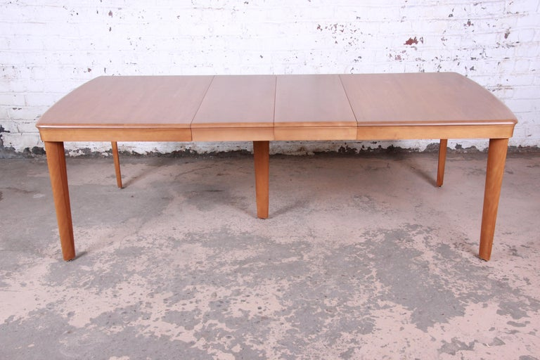 Heywood Wakefield Mid-Century Modern Extension Dining Table and Chairs In Good Condition In South Bend, IN