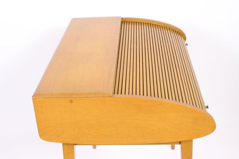 Mid-20th Century Heywood-Wakefield Streamlined Tambour Desk, 1960s