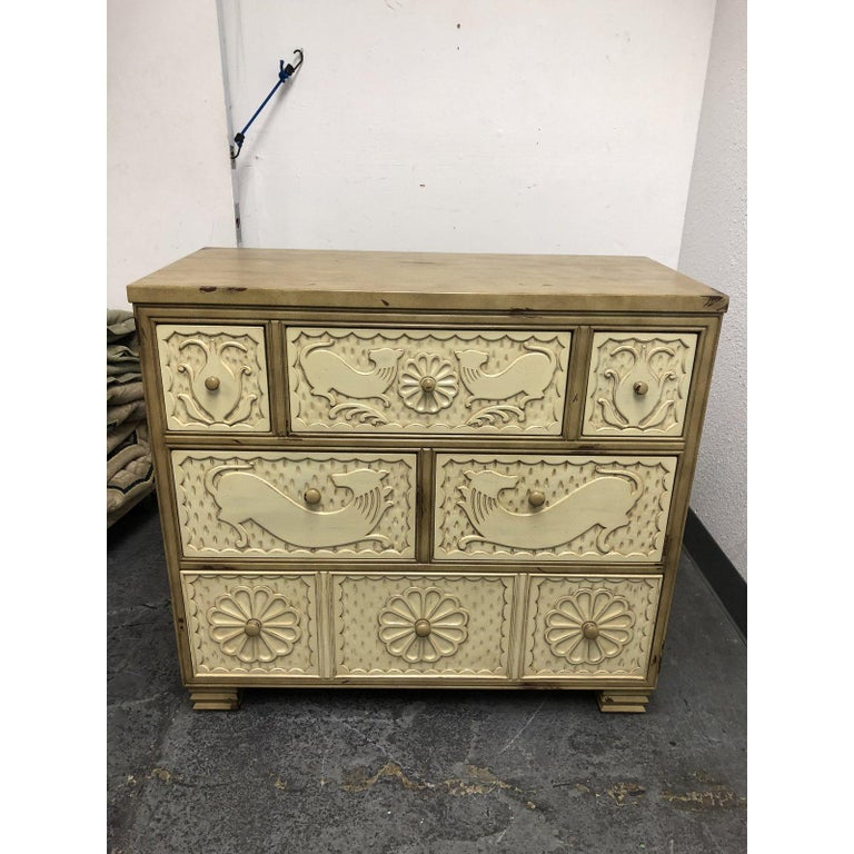 Hickory Chair Furniture Company Geschnitzte Kommode Im Angebot Bei