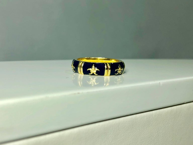 Hidalgo 18 Karat Yellow Gold and Enamel Fleur-de-Lys Stackable Band Ring For Sale 5