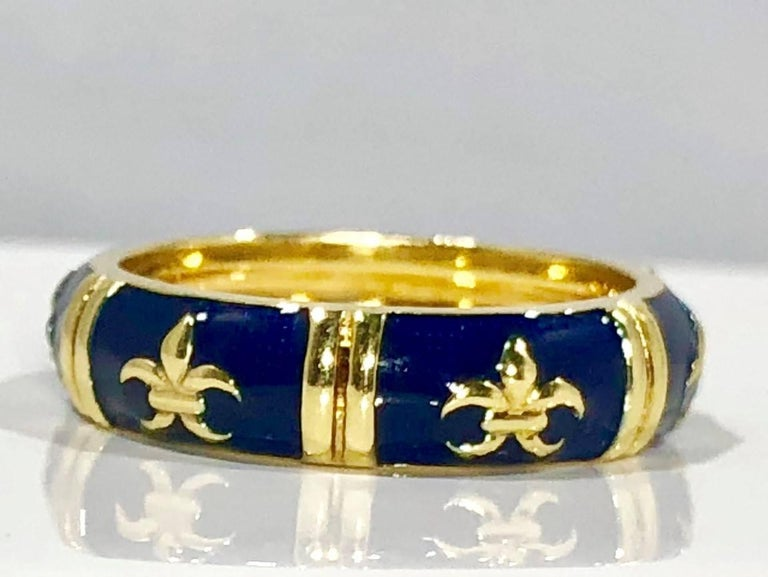 Modern Hidalgo 18 Karat Yellow Gold and Enamel Fleur-de-Lys Stackable Band Ring For Sale
