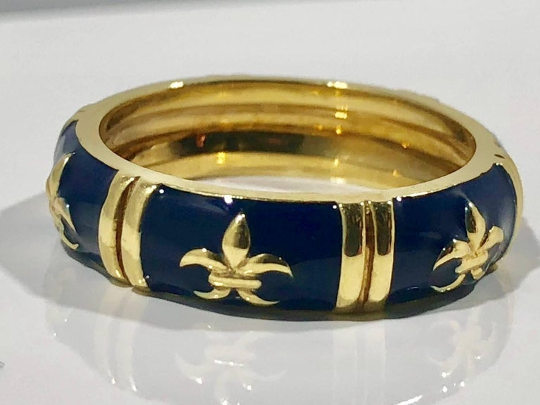 Hidalgo 18 Karat Yellow Gold and Enamel Fleur-de-Lys Stackable Band Ring In As New Condition For Sale In Mansfield, OH