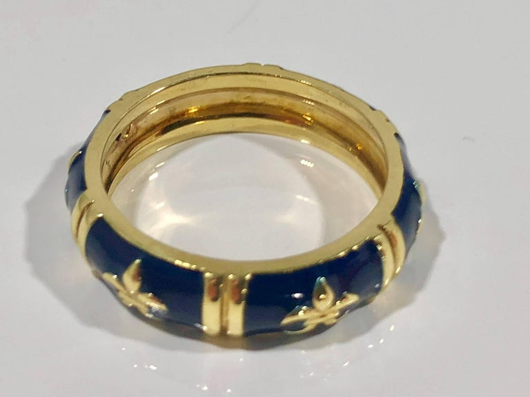 Hidalgo 18 Karat Yellow Gold and Enamel Fleur-de-Lys Stackable Band Ring For Sale 3