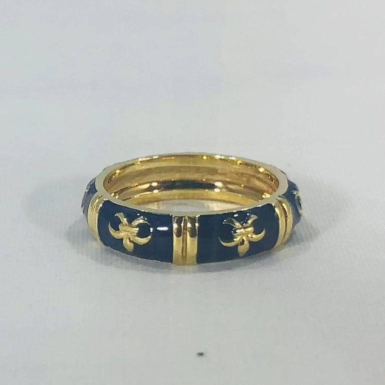 Hidalgo 18 Karat Yellow Gold and Enamel Fleur-de-Lys Stackable Band Ring For Sale 4