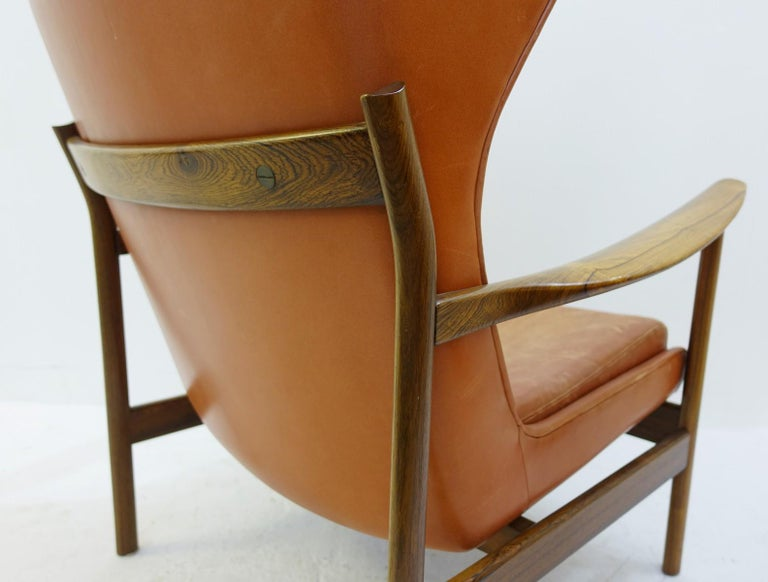 High Back Armchair in Wood and Leather, Padding to Replace In Fair Condition For Sale In Brussels, BE
