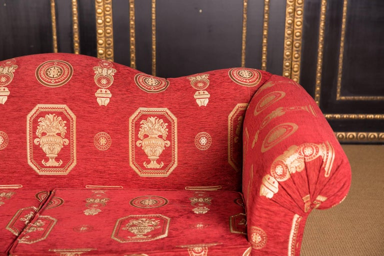 High Quality Original Club Sofa Two-Seat in English Style In Good Condition For Sale In Berlin, DE